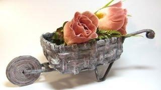 getlinkyoutube.com-Carretilla decorativa hecha con papel periodico.