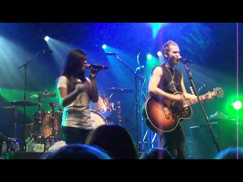 LifeHouse Jason Wade and Alyssa Bernal singing Falling In - Reno NV
