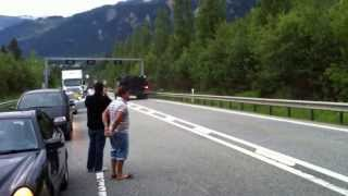 getlinkyoutube.com-Tanks on public road in Switzerland (Leopard 2)