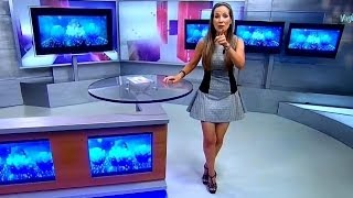 getlinkyoutube.com-Carolina Rocha - Sexy Faldita Legs