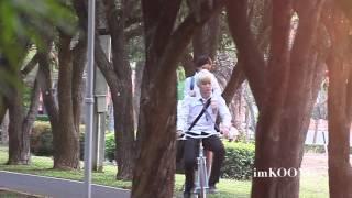 getlinkyoutube.com-(fancam) AOMike @ filming KISS ME (Ride a bicycle scenes)