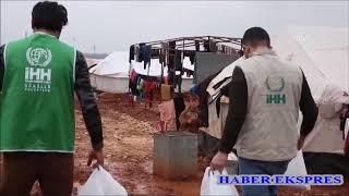 İHH'den Türkiye sınırına göç eden Suriyelilere sıcak yemek dağıtımı