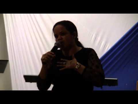 1º Abala Itapetinga 2011 - Pregação com a Missionária Camila de Salvador-Ba