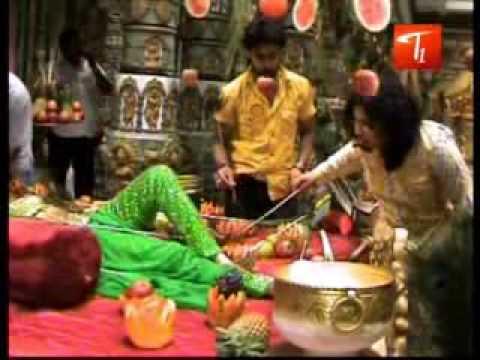 Telugu Heroine Sada Crying at Shooting Location