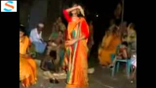 getlinkyoutube.com-Village girl dance with hindi song by Shahid/275