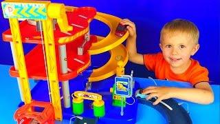getlinkyoutube.com-Машинки с треком и Малыш Даник - Развлекательное видео для детей с машинками