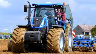 getlinkyoutube.com-New Holland T7.260 / T8.435 Smarttrax / Case IH Magnum Rowtrac | Werktuigendagen 2015