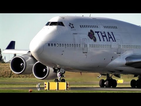 Thai Airways Boeing 747-400 Takeoff Rwy 04R EKCH