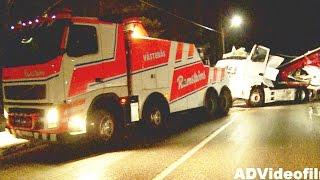 getlinkyoutube.com-Heavy Recovery after Truck Crash - Sweden