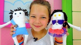 getlinkyoutube.com-Лучшая подружка Настя - пришиваем пуговицы Мусе и Пусе. Видео для детей.