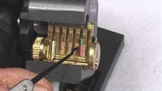 getlinkyoutube.com-Lock Picking How-To with Cut Away Lock in Practice Stand