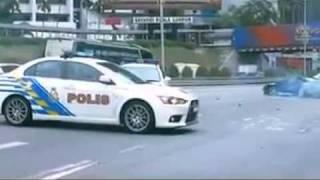 getlinkyoutube.com-Malaysia police Evo 10 chasing Nissan 180sx