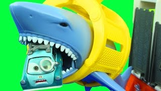 getlinkyoutube.com-Matchbox Mission Marine Rescue Shark Ship with Disney Cars Lightning McQueen Mater Lemons Hot wheels