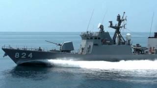 ミサイル艇「はやぶさ」全速