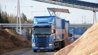 getlinkyoutube.com-Scania R560 V8 x2 & Volvo L220F