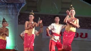 getlinkyoutube.com-Lao Traditional Dance: ສຽງແຄນລາວ