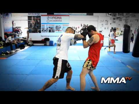 Gibi Thai - Video Aula Muay Thai - Saida do direto, joelhada frontar e cotovelo lateral