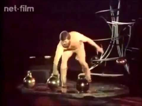 Valentin Dikul - Power Juggling in Circus / Валентин Дикуль в цирке (1985)
