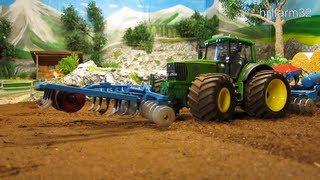 getlinkyoutube.com-RC TRACTOR John Deere at work - farm toy action