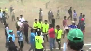 getlinkyoutube.com-Partido de fútbol amateur termina con balazos y batalla campal en Los Angeles