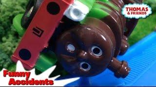 "getlinkyoutube.com-Thomas and friends ""Funny Accidents"" トーマス プラレール ガチャガチャ じこはおこるさ"