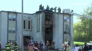Una familia entera tuvo que saltar de un 3er piso para salvarse de un voraz incendio