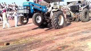 getlinkyoutube.com-Tractor tochan standard vs ford 7000