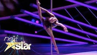 getlinkyoutube.com-Emily Moskalenko, număr spectaculos de acrobație la bară