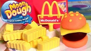 getlinkyoutube.com-Moon Dough Burgers Fries Play Doh Hamburgers McDonalds Hamburguesa de Plastilina by Funtoys