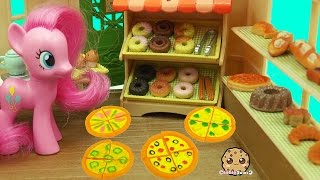 getlinkyoutube.com-MY Little Pony Pinkie Works at Calico Critters Brick Oven Bakery with Pizza & Donuts