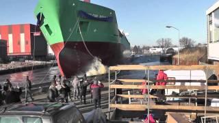 getlinkyoutube.com-Seil reißt bei Stapellauf ARKLOW BRIDGE / Tewaterlating @ Bodewes Shipyard, 28.01.2011