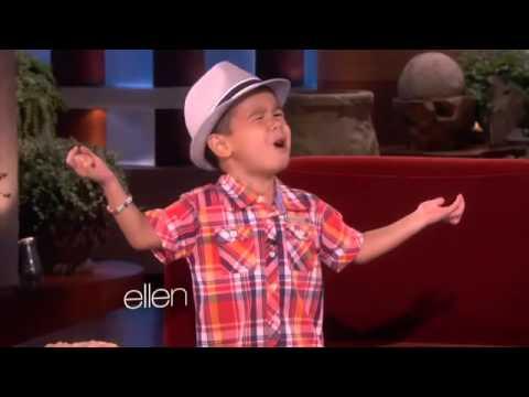 كؤميدى (a 4 years old boy is singing ... so cute (Zikra Barzani