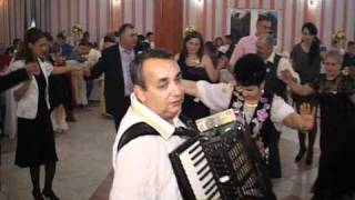 getlinkyoutube.com-FORMATII DE NUNTA BUZAU_Formatia Medalions din Buzau la nunta - program 9.mpg