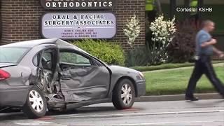Una mujer murió en un accidente automovilístico en Olathe, Kansas.