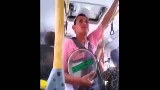 """getlinkyoutube.com-Discussão no Ônibus """"Todo viado reconhece o outro"""""""