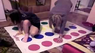 getlinkyoutube.com-familia rusa jugando Twister en navidad