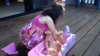 getlinkyoutube.com-Baby Gets A Bath