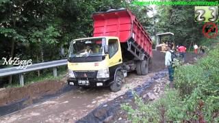 getlinkyoutube.com-Dump Truck Mitsubishi Fuso Canter Colt Diesel HD125PS Unloading Dirt