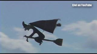 getlinkyoutube.com-Things that shouldn't fly #5: A flying broomstick at the 2010 Kiwi ProBro