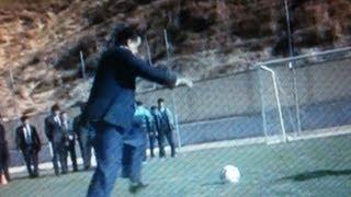 getlinkyoutube.com-Эмомали Рахмон играет в футбол