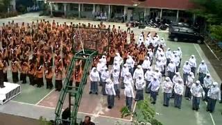 getlinkyoutube.com-Senam Pinguin SMA 10 Padang 2014