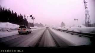 雪の関越湯沢IC左から抜いていった車がスリップスピン壁に激突