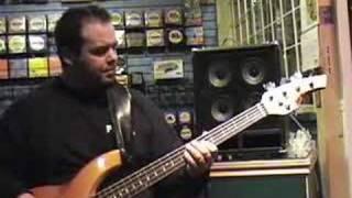 getlinkyoutube.com-Bass Amp PLAY Test: PJB Suitcase