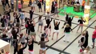 "getlinkyoutube.com-""Happy"" Pharrell Williams Flashmob 21. Mai 2014 Berlin Potsdamer Platz"