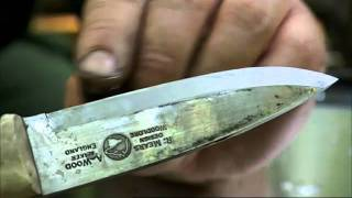 getlinkyoutube.com-Ray Mears - How to sharpen a knife at camp, Bushcraft Survival
