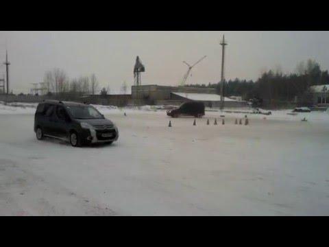 Объезд препятствий на Форд Коннект в Академии зимнего вождения Карбон www.carbon.co.ua