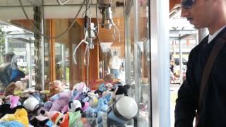 Attenzione alle slot macchinette per vincere i pupazzi (filmato girato a sestriere)