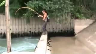 getlinkyoutube.com-Edannn...Mancing di got dapat ikan besar banget