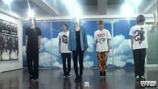 getlinkyoutube.com-SHINee - Sherlock (dance practice) DVhd