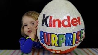getlinkyoutube.com-Огромное яйцо Киндер Сюрприз с сюрпризом открываем игрушки Giant Kinder Surprise egg toys